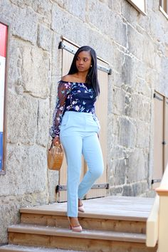 *Light blue pants + similar navy print tank top + nude pumps/sandals Blue Pants Outfit, Summer Pants Outfits, Blue Jean Outfits, Lit Outfits, Classy Outfits, Dress Outfits, Baby Blue Pants, Light Blue Pants, Navy Blue Dress Casual