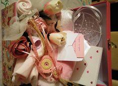 Δώρο για νεογέννητο κοριτσάκι - περιέχει γλαστράκι με λουλούδια από  φορμάκια  καλτσάκια  σαλιάρα 6f8a3dd6ea6