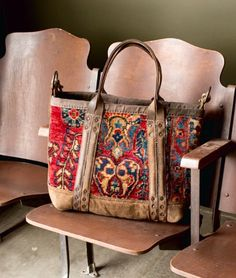 Take your bag to the show day Photo credit Location and theater chairs: – J AUGUR DESIGN Leather Purses, Leather Handbags, Leather Bag, Fab Bag, Ethnic Bag, Tapestry Bag, Carpet Bag, Boho Bags, Vintage Handbags