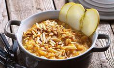 Sobremesa para saborear após uma refeição mais leve, estas migas doces com maçã reineta e amêndoa.