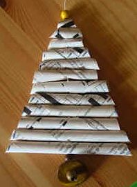 Rolled paper Christmas tree--might be a fun teen craft, use magazine pages or colorful memory book paper.