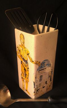 Star Wars Characters of C-3PO and R2D2 on a container with a light splatter background of yellow, blue, black