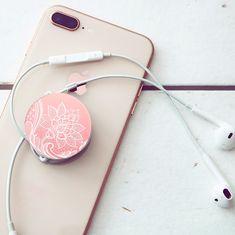 🤳🎶🎧 Știai că îți poți înfășura căștile în jurul unui popsocket? În acest mod le vei avea mereu la îndemână.  . .   #popsockets #popsocket #accesorii #accesoriitelefoane #accesoriitelefon #accesoriigsm #accesoriiutile #frenchlace #frenchlacepopsocket #pinkpopsocket #castipopsocket Pop Socket, French Lace, Headphones, Laptop, Ear Phones, Laptops, The Notebook