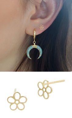 gold line flower stud earring! Line Flower, Flower Stud, Black Stud Earrings, Diamond Earrings, White Gold Bridal Jewellery, Cute Ear Piercings, Ear Studs, Cute Jewelry, Jewelery