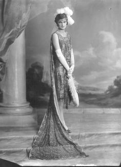 Miss Kathleen Vestey, 17 years old, Court Debutante Dress. 1920 Style, Gatsby Style, 20s Fashion, Art Deco Fashion, Fashion History, Vintage Fashion, Fashion Trends, Vintage Outfits, Vintage Dresses