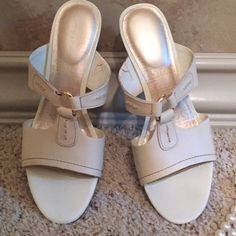 "⚡️1 HOUR SALE⚡️Rockport Slip Ons - NEW🌹Size 6🌹 ROCKPORT SLIP ONS SIZE 6, GREAT FOR SUMMER PLATFORM IS APPROX. 2.5 "" WITH RUBBER SOLES FOR EXTRA COMFORT.🌞NEW GREAT DEAL RETAIL$ 69 COLOR: BEIGE 😀 Rockport Shoes Sandals"