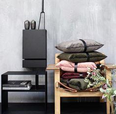 Hylle, sort stål - designerhome.no Entryway Bench, Furniture, Home Decor, Design, Rome, Entry Bench, Foyer Bench, Interior Design, Home Interior Design