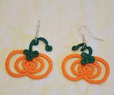 Tatted Pumpkin Earrings: 8 Steps (with Pictures) Tatting Earrings, Tatting Jewelry, Tatting Lace, Crochet Earrings, Needle Tatting Patterns, Tatting Tutorial, Tutorial Crochet, Crochet Bookmarks, Halloween Crochet