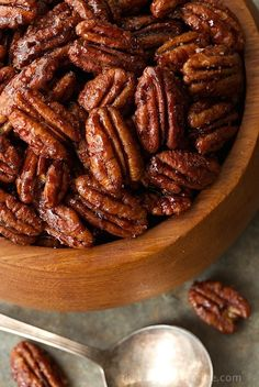 Sweet and Spicy Maple Pecans - the most deliciously addicting snack, salad topper, cocktail nibble ever! You will find yourself going back for more! Pecan Recipes, Snack Recipes, Cooking Recipes, Dinner Recipes, Macaroons, Breakfast Desayunos, Spiced Nuts, Maple Pecan, Pecan Nuts
