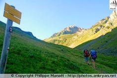 Sentier de randonnée, Vallée d'Aygues-Cluses (France, Midi-Pyrénées, Hautes-Pyrénées)