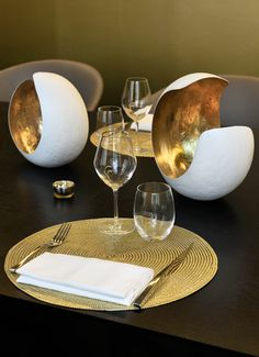 Hotel Vernet - Paris Know Your Place, Dining Room, Events, Mood, Paris, Table Decorations, Lifestyle, Chic, Accessories