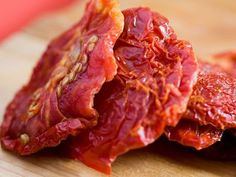 If you have a dehydrator, it is simple to make dehydrated tomatoes to use as sun-dried tomatoes with this recipe. They can be stored for months. Make Sun Dried Tomatoes, Preserving Tomatoes, Plum Tomatoes, Dried Plums, Dehydrated Food, Dehydrator Recipes, Vegetarian Recipes, Meals, Super Simple