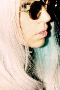 ImageFind images and videos about blonde, glasses and Lady gaga on We Heart It - the app to get lost in what you love. Grunge Style, Grunge Girl, Pastel Grunge, Blue Hair, Pink Hair, Glitter Glasses, Kawaii, French Chic, Big Fashion