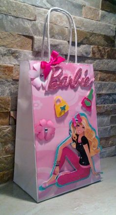 Barbie favor bags/ Barbie goody bags/ Barbie goodies bags set of 12 by mariscraftingparty on Etsy Barbie Theme Party, Barbie Birthday Party, Birthday Bag, It's Your Birthday, Birthday Party Themes, Party Favor Bags, Goodie Bags, Barbie Centerpieces, Barbie Princess