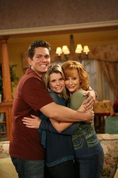 Reba I love this show! This show has been off the air for a few years so I'm a late-comer to the show. Just discovered how funny this show was. Movies Showing, Movies And Tv Shows, Joanna Garcia, Tv Show Casting, Reba Mcentire, Last Man Standing, Country Music Singers, Tv Show Quotes, My Escape