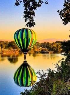 Hot Air Balloon... Beautiful colors!!