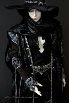 """This is thelyn's doll """"Parrish,"""" a SOOM Photon which is wearing a limited outfit sent out with Dhampire, another doll completely.  Rocking that Vampire Hunter D look."""