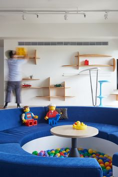 The Lego Play Pond House is a family home designed by HAO Design. The property has an area of 122 square meters and is located in Kaohsiung City, Taiwan. Pit Sofa, Round Sofa, Lego Room, Dream Furniture, Lego House, Jouer, Apartment Design, Interiores Design, Kids Bedroom