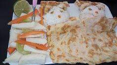 Platillo para niños en etapa preescolar, elaborado de arroz blanco, huevo y acompañado de ensalada de zanahoria pepino y jícama.