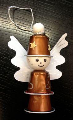 Ange gardien avec des capsules de café. 14 Décorations de Noël géniales à fabriquer avec des capsules de café