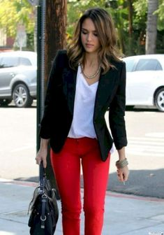 Black blazer outfit with red pants, casual blazer, black blazer outfit casual, women Trajes Business Casual, Business Casual Outfits, Stylish Outfits, Casual Office Attire, Business Formal, Business Attire, Fashion Mode, Work Fashion, Womens Fashion