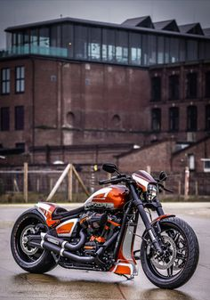 A remake of our famous Battle of the Kings bike in a high-gloss finish Harley Davidson Images, Harley Davidson Chopper, Harley Davidson Motorcycles, Harley Softail, Custom Harleys, Custom Motorcycles, Indian Motorcycles, Custom Baggers, Triumph Motorcycles