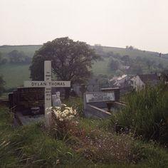 dylan thomas' grave, laugharne, carmarthenshire
