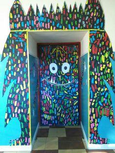 Puerta                                                                                                                                                                                 Más Halloween Door Decs, Halloween Party, Classroom Bulletin Boards, Classroom Decor, Monster Door, Class Dojo, Ideas Para Fiestas, Emotional Intelligence, School Projects