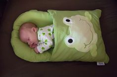 Sewing Ideas For Baby A pillow case remade.perfect for traveling and naps. Good idea for a baby… - DIY Pillowcase Sleeping Bag, A perfect Snuggle Baby Gift You can Handmade yourself. The Babys, Baby Kind, Baby Love, Baby Baby, Baby Girls, Pretty Baby, Baby Nap Mats, Diy Bebe, Everything Baby
