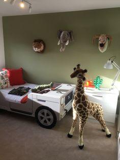 Kids safari animal theme bedroom landrover bed giraffe feature wallpaper