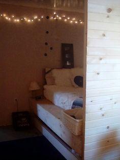 einfaches diy palettenbett als perfekte wg zimmer einrichtung einrichtung interior. Black Bedroom Furniture Sets. Home Design Ideas
