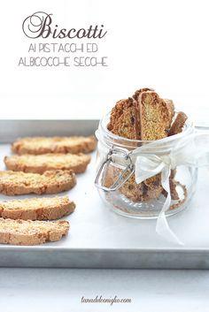 Biscotti ai pistacchi ed albicocche secche