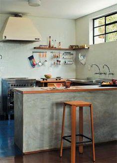 PISO DE CIMENTO QUEIMADO ~ Casas de Alice Home Decor Kitchen, Kitchen Furniture, Kitchen Interior, Home Kitchens, Kitchen Design, Cabnits Kitchen, Mini Loft, Sweet Home, Concrete Interiors