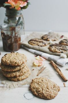 vegan spiced cashew oat cookies