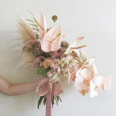 Want to opt for a simpler version of this Beautiful Flower Arrangements, Love Flowers, Hand Flowers, Floral Arrangements, Blush Bouquet, Orchid Bouquet Wedding, Botanical Flowers, Flower Decorations, Wedding Decorations