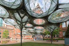 Elytra Filament Pavilion, pabellón formado por robots en el museo V&A de Londres. Estructura temporal elaborada por la universidad de Sttutgart (Alemania). TENMAG Web May 2016