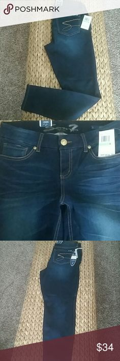 Seven7 Luxury Skin-Fit Jean Legging This dark wash denim leggins is a cotton blend with stretch for extra comfort.  Zipper and button front for comfort.  28 inseam. Seven7 Jeans Skinny