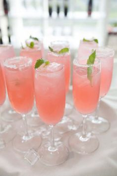 18 Non-Alcoholic Beverages for Wedding Guests of All Ages Non Alcoholic Drinks Lemonade, Top Drinks, Pink Cocktails, Fancy Drinks, Fruit Drinks, Cocktail Drinks, Pink Punch Recipe Non Alcoholic, Cocktail Sauce, Alcoholic Beverages