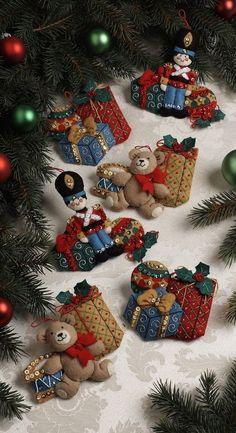 Bucilla Under The Tree ~ 6 Pce. Felt Christmas Ornament Kit #86313, New 2012 in Crafts, Needlecrafts & Yarn, Embroidery & Cross Stitch | eBay!