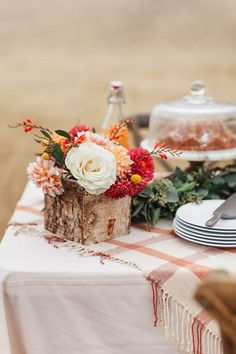 Trade in that girls shopping trip for a little autumn face time like this shindig from Chrissy McDonald and Torrey Fox. Fall Picnic, Picnic Birthday, Fall Bouquets, Christmas Brunch, Autumn Garden, Autumn Theme, Fall Harvest, So Little Time, Fall Wedding
