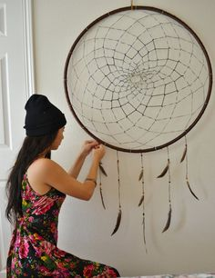 Giant Dreamcatcher: I think my bedroom needs this.