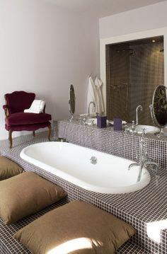 Romaneira hotel in Portugal Dream Bathrooms, Amazing Bathrooms, Modern Interior Design, Modern Decor, Sunken Tub, Hotels Portugal, Bathroom Design Small, Bathroom Ideas, Hotel Interiors