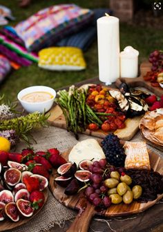 Appetizer or full dinner idea: Antipasto. Figs, cheese, olives, asparagus, etc on wooden boards. This is how we love to eat! Tapas, Cheese Party, Food Platters, Cheese Platters, Rustic Platters, Cheese Table, Food Buffet, Brunch Buffet, Cooking Recipes