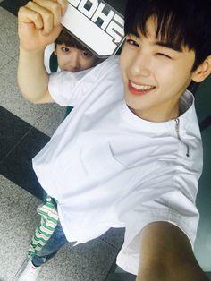 #아스트로 #ASTRO #YoonSanha #Sanha #astroSanha #LeeDongMin #DongMin #ChanEunwoo #Eunwoo #astroEunwoo #aroha