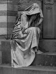 A statue, beautiful and inspiring. Cemetery Images, Gothic Art, ... by Daniela Lexl - Adhonorem.com