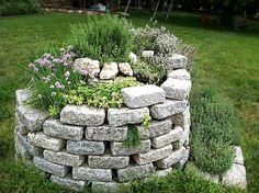 Souhaitez-vous d`avoir un aménagement jardin original? Que direz-vous d`opter pour une spirale aromatique? Eh oui, vous pouvez l`intégrer