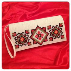This Pin was discovered by Hur Cross Stitch Geometric, Modern Cross Stitch, Cross Stitch Designs, Cross Stitch Patterns, Embroidery Bags, Folk Embroidery, Cross Stitch Embroidery, Embroidery Patterns, Sacs Design