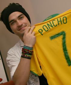 Con Su Camiseta De Brasil <3