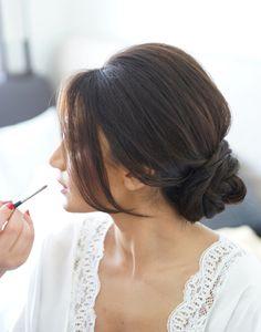 側は、あなたの大切な日のために前髪の結婚式のupdosのヘアスタイルを席巻