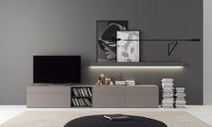 Mueble de TV a suelo con balda suspendia con mecanismo oculto y led. Modulo a suelo en roble natural con cajones, gavetas y hueco librero. Completamente personalizable. www.retama.es